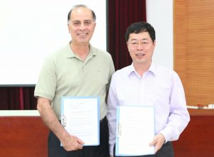 Dr. Khosro Khodayari (left) and Mr. Sun Guoging (right)